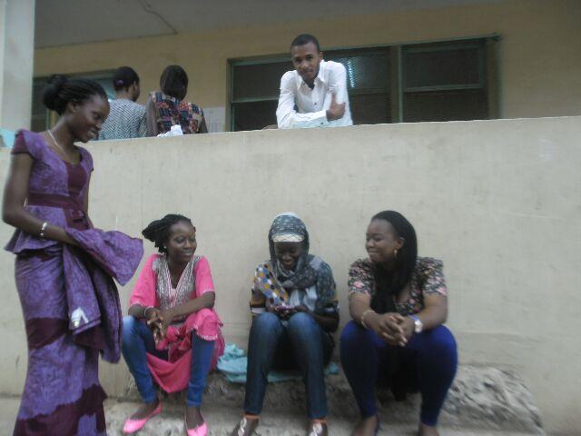Des candidates avant le début des épreuves C/P Mbanyare