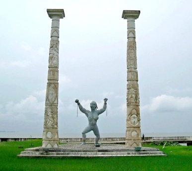 1-gabon-slave-statue-alone